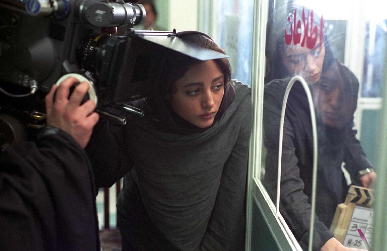 Cachée près de la caméra, hors-champ, Golshifteh Tarahani donne la réplique. Téhéran, Iran, mars 2007.