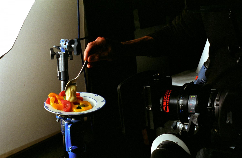 Tournage d'une publicité pour de la mayonnaise : la mayonnaise sur la salade. Gennevilliers, décembre 2007.